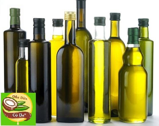 Đựng dầu dừa trong chai thủy tinh