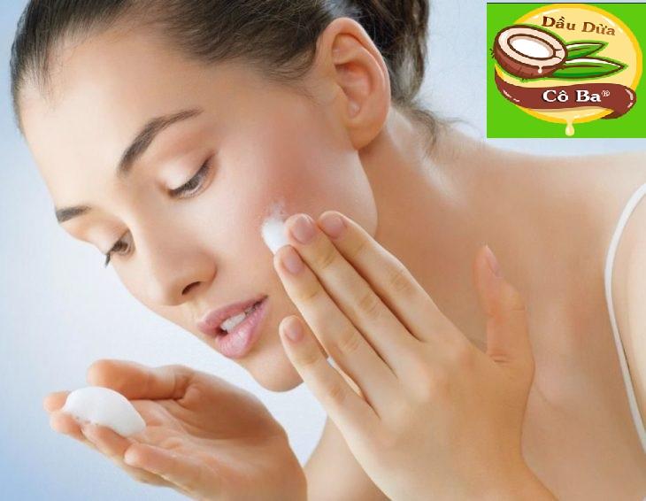 Dùng kem dưỡng da trị mụn và nhờn