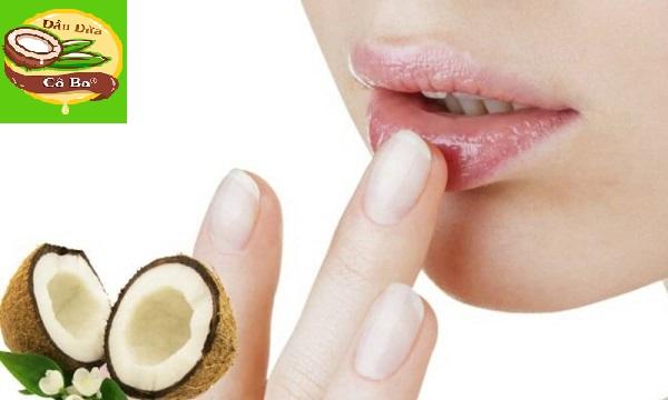 Tẩy tế bào chết môi bằng dầu dừa