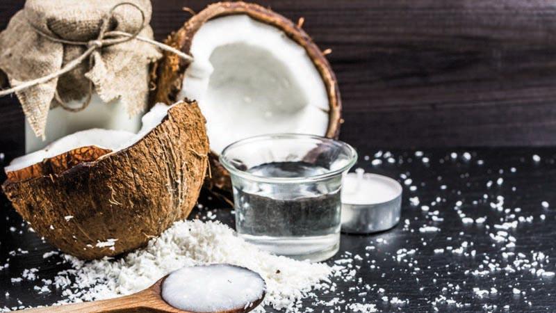 Dầu dừa được các chuyên gia dinh dưỡng khuyên dùng hàng ngày thay các loại dầu có thành phần chất béo khó chuyển hóa